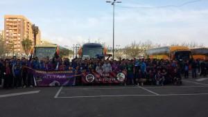Levante-Fans am Ciutat de València kurz vor der Abfahrt gen Almeria (Foto: José Mocholi/PD-direkt)